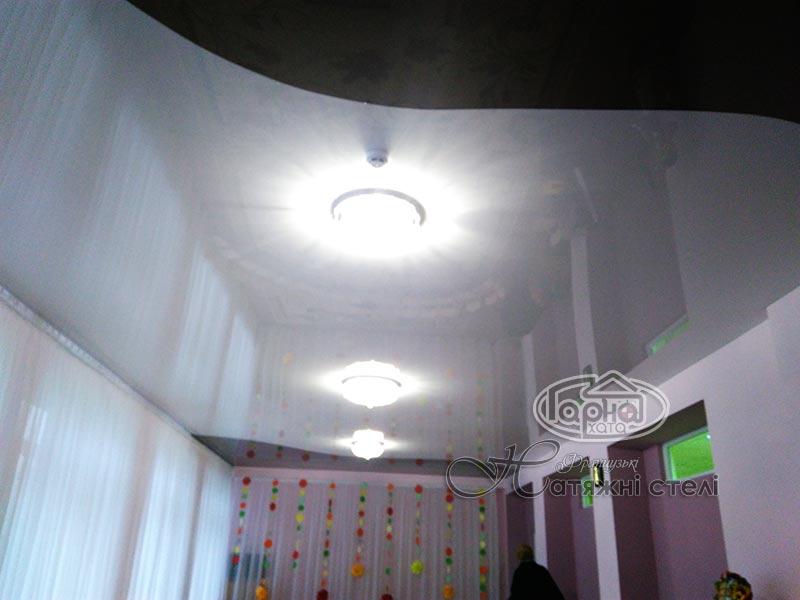 натяжные потолки в два цвета в Луцке