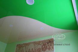 натяжной потолок в двух цветах