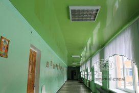 глянцева натяжна стеля коридор