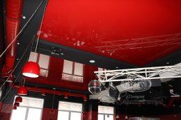 глянцевые красные натяжные потолки