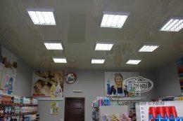глянцеві натяжні стелі в магазині