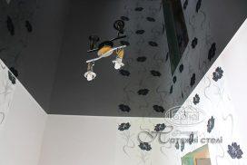 глянцеві стелі в коридорі