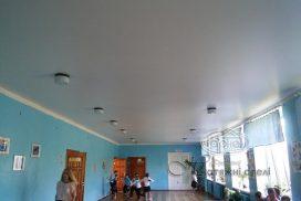 матовый натяжной потолок в холле