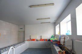 матовый потолок в бассейне