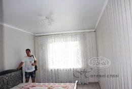 матовые натяжные потолки в комнате