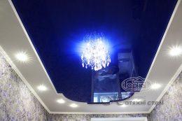 натяжной потолок глянец в зале