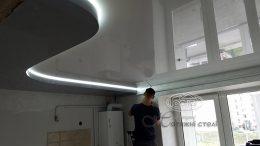 натяжной потолок в два уровня с подсветкой