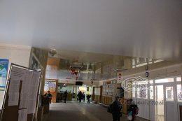 сатиновые натяжные потолки в коридоре