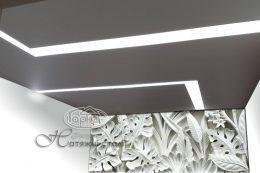 ширяючі світлові лінії на натяжній стелі