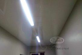 Натяжной потолок парящие линии