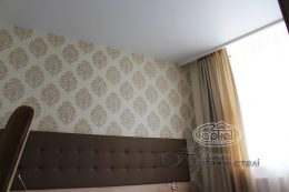 матовый натяжной потолок отель