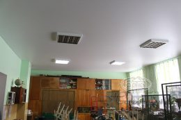 матовый натяжной потолок в классе