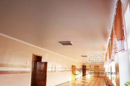 матовый натяжной потолок в школе коридор