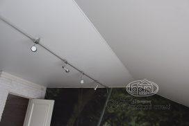 матовый натяжной потолок соединения