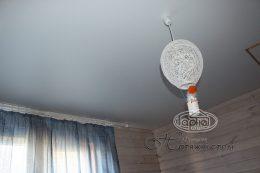 матовый простой потолок