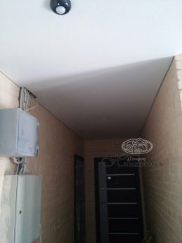 матові натяжні стелі коридор кімнати