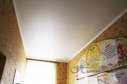 матові натяжні стелі в коридорі ціни