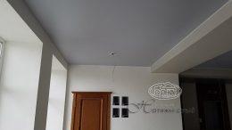 серый матовый потолок натяжной