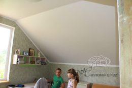 соединение матовых натяжных потолков