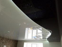 двухуровневый потолок с подсветкой в зале