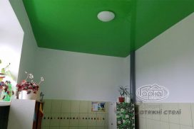 глянцевый потолок в цвет дет. сад