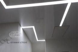 ширяючі світлові лінії на стелі