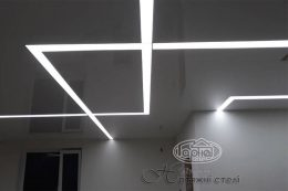 світлова лінія на стелі