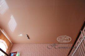 бежевого цвета потолок, коридор