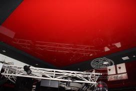 натяжной потолок красного цвета диско-клуб