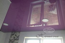 натяжной потолок фиолетовый, ванна