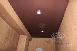 натяжной потолок коричневого цвета, кладовая