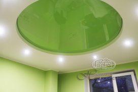 натяжна стеля зеленого кольору, кімната