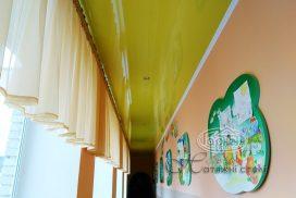 натяжной потолок желтый коридор