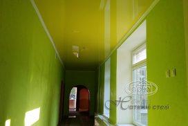 жовта натяжна стеля, коридор