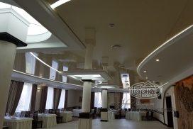 Фотографии натяжных потолков со световыми линиями в интерьере
