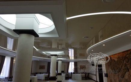 Натяжні стелі зі світловими лініями ресторан Рестпарк