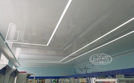 Прямокутні світлові лінії на натяжній стелі