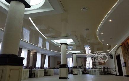Парящие световые линии в ресторане в Луцке