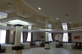 Светодизайн натяжных потолков в ресторане