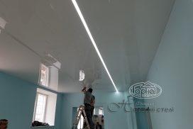 подсветка на натяжном потолке в аптеке