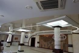 световые линии на потолке, вместо люстр