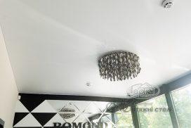 матовый натяжной потолок в салоне красоты Бомонд