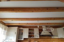 Чи можна робити натяжні стелі в дерев'яному будинку