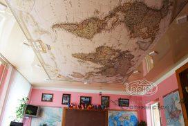 карта світу на натяжній стелі