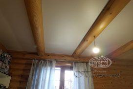 матові стелі в дерев'яних будинках