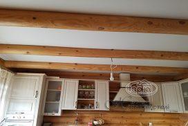 натяжна стеля в дерев'яному будинку